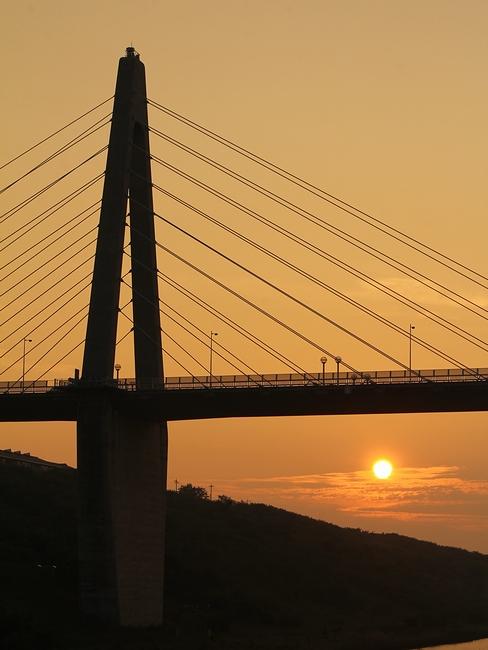 サンセットブリッジ内灘と夕日