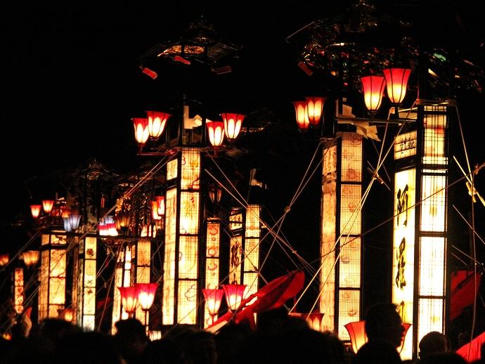 輪島大祭「松明神事」前 全てのキリコが集結
