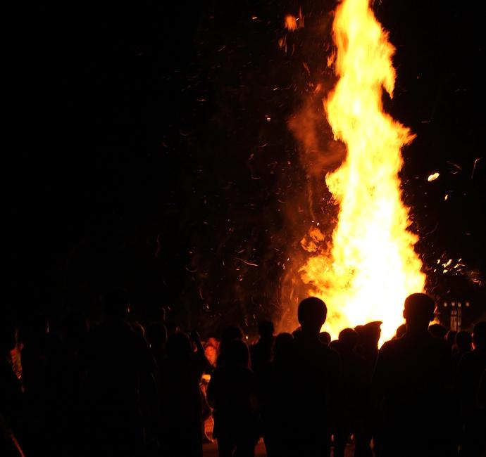 輪島大祭 倒れた松明と火柱