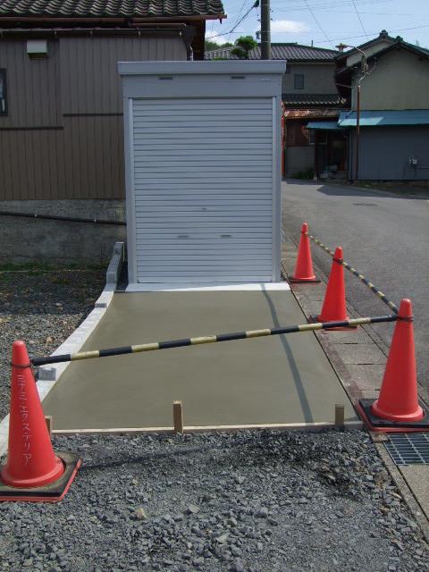 岐阜県土岐市  バイクガレージ前土間コンクリート 打設