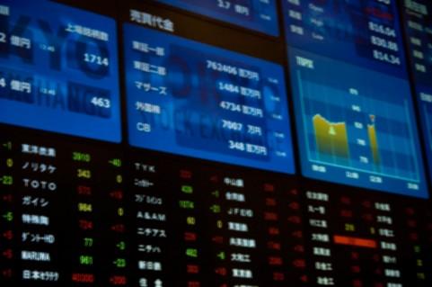 決算発表と株価への反映の関係がよく分からない