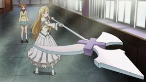 つぐみが変身した刃のないハルバートを操るアーニャ