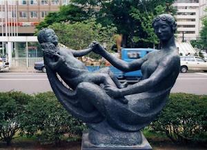 花の母子像