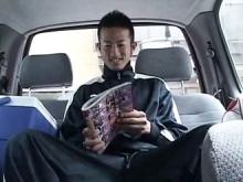 ゲイ動画:体育会ノンケ好帥哥ジャージ姿で街中大胆オナ !!