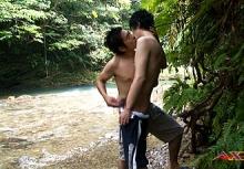 ゲイ動画:スリム男子、川辺でケツ舐め生堀りセックス !! 好帥哥