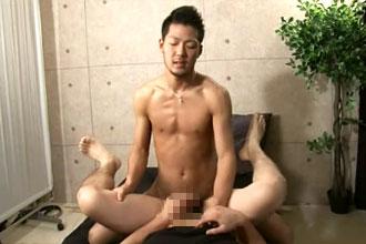 [男のプリケツ] ゲイ動画:男の尻初体験、あまりの気持ち良さに !! 好帥哥