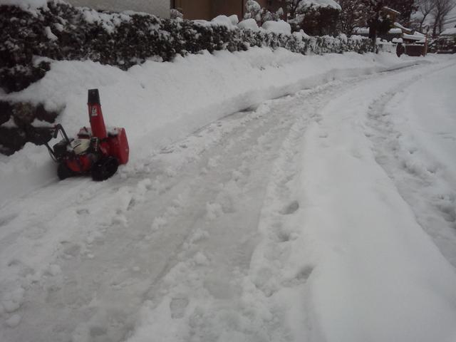 除雪機で除雪開始