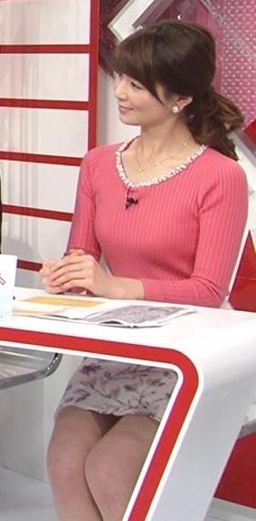 秋元玲奈 巨乳ミニスカキャプ画像(エロ・アイコラ画像)