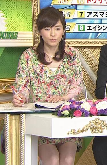 杉崎美香 机の下のミニスカートキャプ画像(エロ・アイコラ画像)