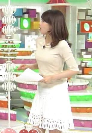 加藤綾子 レースのミニスカ美脚