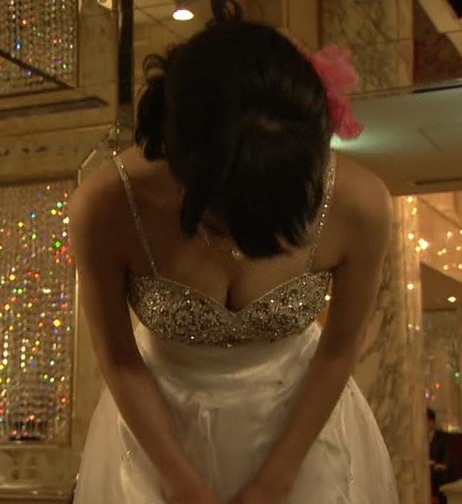 門脇麦 キャバ嬢衣装で谷間披露キャプ画像(エロ・アイコラ画像)