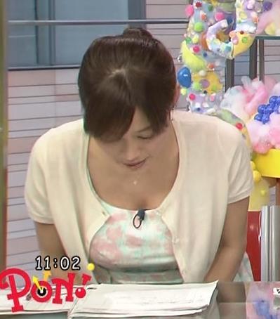 佐藤良子 胸の谷間キャプ・エロ画像5