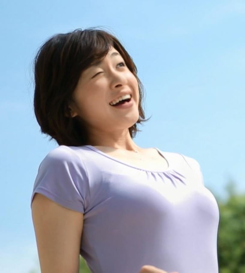 黛英里佳 CMでもおっぱいアピールキャプ画像(エロ・アイコラ画像)