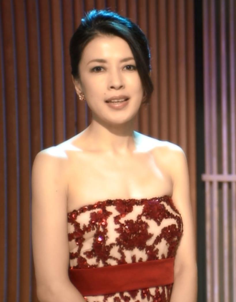 川井郁子 バイオリニストの衣装キャプ画像(エロ・アイコラ画像)