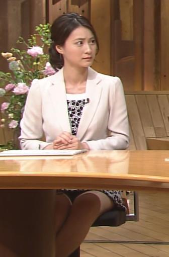 小川彩佳 ミニスカ美脚