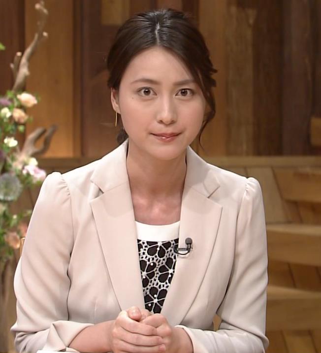 小川彩佳 ミニスカートキャプ・エロ画像3