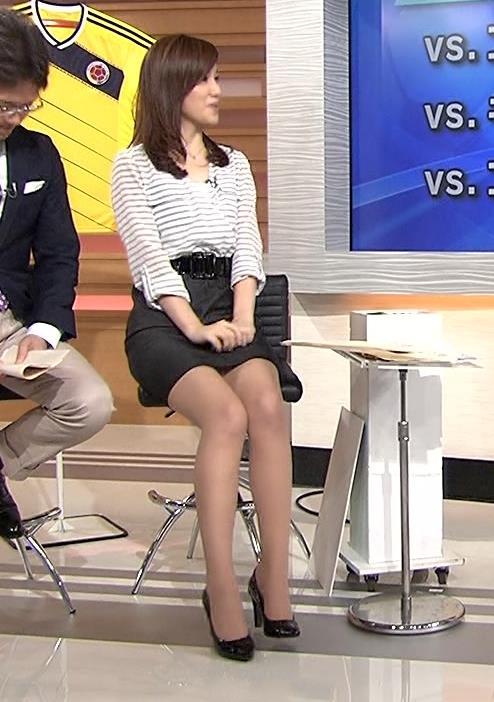 黒木奈々 ミニスカ美脚キャプ画像(エロ・アイコラ画像)