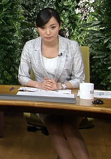 大江麻理子 机の下の美脚キャプ画像(エロ・アイコラ画像)