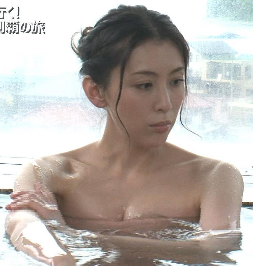 雛形あきこ 入浴谷間露出キャプ画像(エロ・アイコラ画像)
