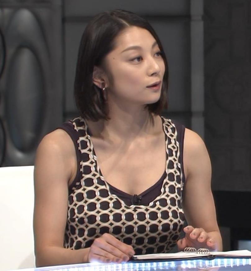小池栄子 巨乳ノースリーブキャプ画像(エロ・アイコラ画像)