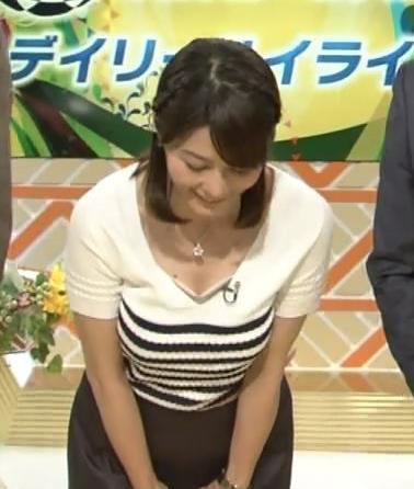 杉浦友紀 前かがみチラキャプ画像(エロ・アイコラ画像)