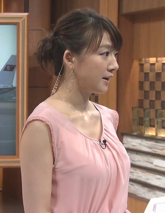 大島由香里 ノースリーブ横乳 緩くてエロい服キャプ画像(エロ・アイコラ画像)