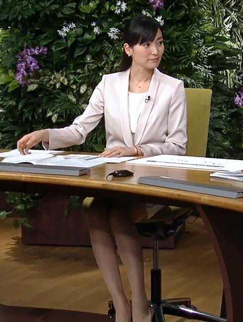 大江麻理子 ミニスカ細い美脚キャプ画像(エロ・アイコラ画像)