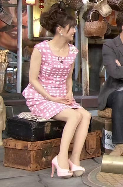 小林麻耶 ミニスカ生足キャプ画像(エロ・アイコラ画像)