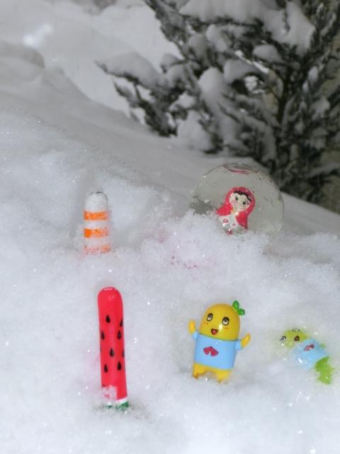マトリョーシカとふなっしー雪遊び