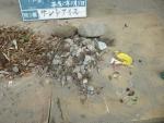 砂場のゴミ