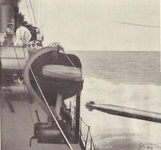 水雷戦隊の魚雷発射